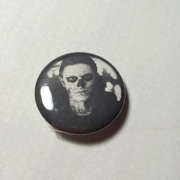 "Evan Peters skull face - 1.25"" Pinback Button"