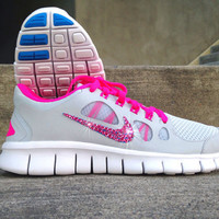 New In Box Women's Nike Free Run 5.0 Running Shoes 580565-046 with Customized Rose Pink Swarovski Crystal Swoosh PInk Grey Blue