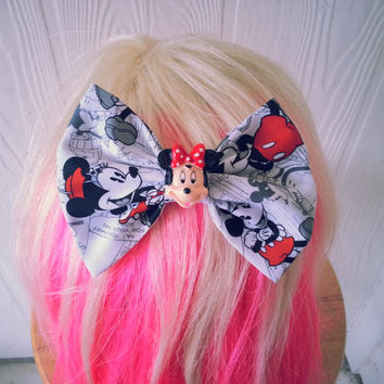 Minnie Mouse hair bow / classic minnie mouse / Disney hair bow / mickey mouse / hair bow / hair clip / Mickey Mouse / Red polka dot hair bow