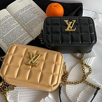 LV Louis Vuitton solid color sewing thread cosmetic bag ladies gold buckle shoulder bag chain messenger bag