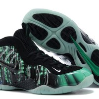 Nike Air Foamposite One Sneaker Size U8-13