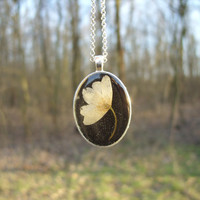 Real flower necklace - Wood anemone flower - Pressed flower jewelry - Botanical jewelry - Nature inspired necklace, Dried white flower