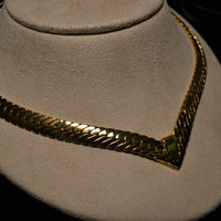 Vintage gold tone chunky collar necklace in a herringbone design