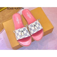 LV Louis vuitton sells casual ladies' white checked gold lock accessories and slippers