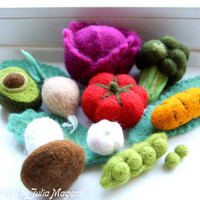 Needle felted vegetables. Play food. Kitchen decor. Educational toy.Waldorf. Set of any 5 veggies of your choice. Handmade, 100% wool.