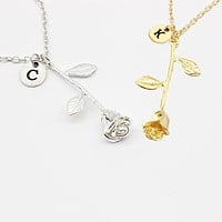 26 Letter Personalized Name Jewelry Rose Engrave Letter Discs Choker Monogram Flower Custom Necklace Pendant for Trendy Woman