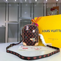 Kuyou Gb29726 Lv Louis Vuitto M44399 Cat Dog Print Monogram Paname Cross Body Bags Small Shoulder Bag 02