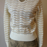 Vintage 1970s Gold & White Sparkly Sweater - Long Sleeved - Gold Sweater - Medium Sweater - Sears - The Fashion Place - Seashell - VNECK