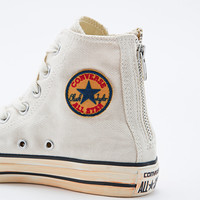 Converse Chuck Taylor High Top Trainers in Off-White - Urban Outfitters