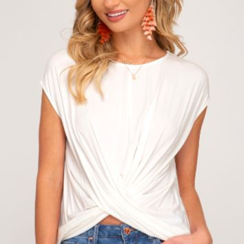 SHORT SLEEVE KNIT TOP WITH FRONT CROSSED DETAIL