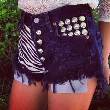 ZEBRA highwaisted denim shorts super frayed with print and studs size S/M/L/XL