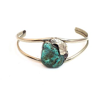 Turquoise Native American Navajo handcrafted artisan silver vintage cuff bracelet bangle