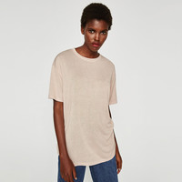 LOOSE-FITTING T-SHIRT DETAILS