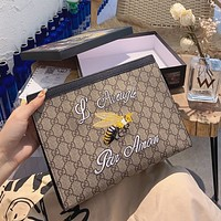 GUCCI 2020 New Classic Embroidered Bee Logo Clutch Wash Bag