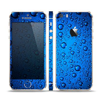 The Glowing Blue Vivid RainDrops Skin Set for the Apple iPhone 5s