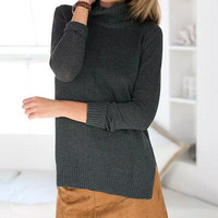 High-necked long-sleeved knit sweater