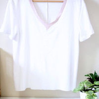 White Loose TShirt with Rose Coloured VNeck