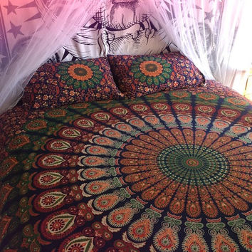 Mandala tapestry comforter cover, flat sheet and 2 matching pillowcases. Indian roundie mandala doona cover, sheet and pillows, boho bed set