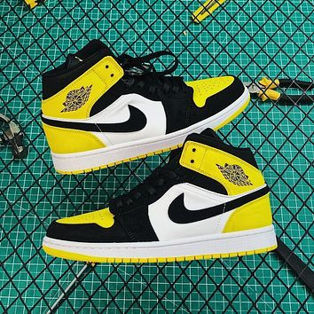 Air Jordan 1 Mid Se Yellow Toe Sneakers