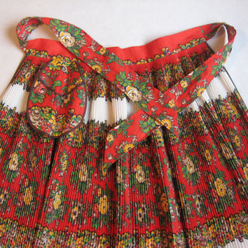 Accordion Pleating Apron with Flowers