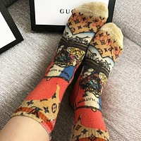 LV Louis Vuitton Fashion Women Retro Personality Print Sport Stretch Socks