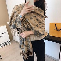 Louis Vuitton LV Winter Hot Sale Cashmere Check Letter Jacquard Bib Shawl Fashionable Men and Women Scarves