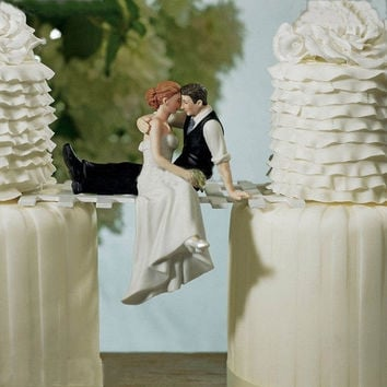 Fashion Cake Topper Romantic Resin Wedding Cake Toppers Bride Groom Couple Hug Decoration Wedding Gifts Party Favor