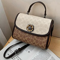 Coach casual casual handbag with one shoulder cross-body bag
