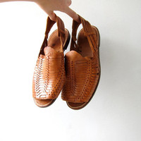 20% OFF SALE Vintage huarache sandals. Brown leather slip ons. Ethnic shoes. Beach summer shoes.
