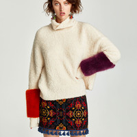 SWEATER WITH CONTRASTING FABRIC CUFFS DETAILS