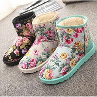 Women's Casual Winter Floral Round Toe Flat Plush Thicken Short Snow Boots