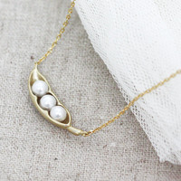Three Peas In A Pod Necklace on Luulla