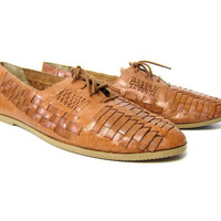 Vintage brown leather huaraches. Mens huaraches sandals. Woven leather oxfords. Preppy Lace up sandals. Baja beach shoes. size 11