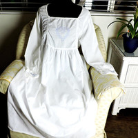 Victorian style nightgown / M / L / white cotton nightgown / white embroidered nightgown / long white nightgown