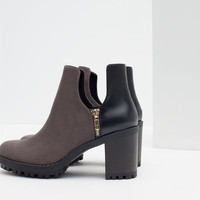 TRACK BOOTIE WITH SLITS