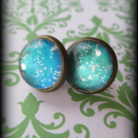 Turquoise blue sparkle post earrings.Antiqued brass.Vintage style.Gift box included.