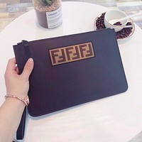 FENDI MEN'S LEATHER ZIPPER HAND BAG
