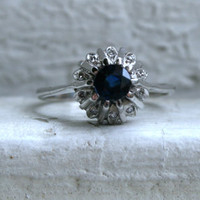 Vintage 18K White Gold Diamond and Sapphire Halo Ring - 0.90ct.