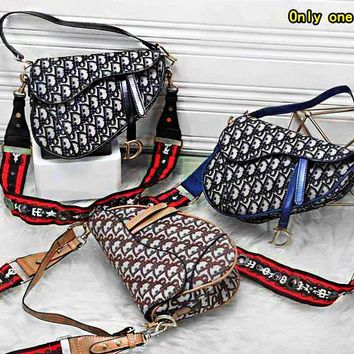 """Dior"" ladies fashion casual wild flip magnetic buckle shoulder Messenger bag camera bag"