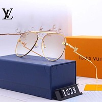 Louis Vuitton LV Fashion personality cool gradient color men and women beach sunglasses 1