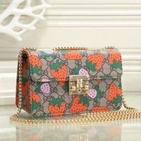 Gucci Old Strawberry Printing Chain Pack Single Shoulder Pack