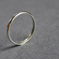 Women's Sterling Silver Wedding Band. 2mm.