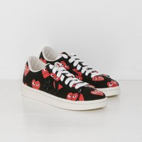 Play Comme des Garçons Play Converse Pro Leather Low in Black and Red Heart | The Dreslyn