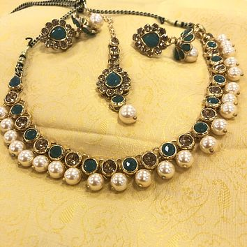Antique Gold With Green Stonework Necklace Set