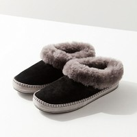UGG Wrin Slipper | Urban Outfitters