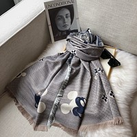 Louis Vuitton LV autumn and winter fashion warm style four-sided jacquard scarf