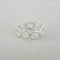 Open circles ring, sterling silver pebbles ring, delicate, dainty, skinny infinity band, minimalist design, gift for her