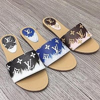 LV Louis Vuitton New Flat-heeled Flat Slippers Woman Flip-flops Non-slip Beach Shoes