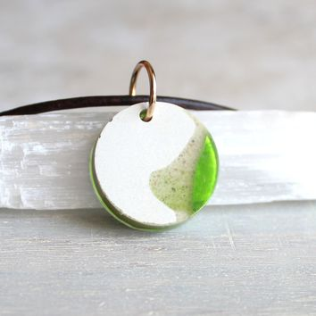 Round necklace - green and white