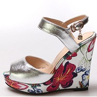 The new muffin top 3 sandals with high heels and peep-toe overshoes